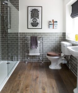wooden-effect-floor-tiles-vintage-style-bathroom